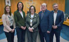 Photo (L to R): Dr. Darby McGrath & Dr. Tania Humphrey, Vineland Research & Innovation Centre; Mayor Sandra Easton, Councillor Tony Brunet, CAO Michael Kirkopoulos