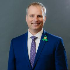 head shot of Councillor Mikolic
